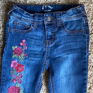Art Class Embroidered Super Skinny Jeans 5